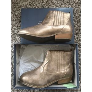 Universal Thread Metallic Western Ankle Boots